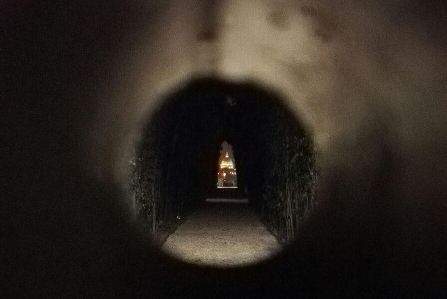 buco di roma, bellezza nascosta, oltre la porta